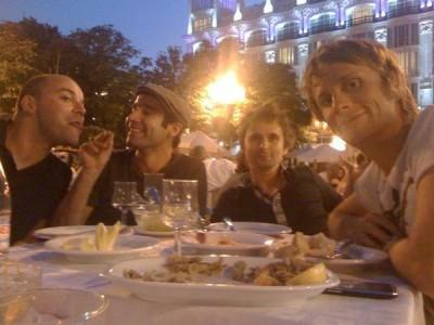 Muse comiendo calamares en Madrid